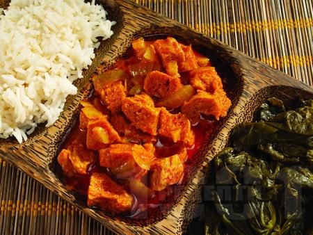 Индийско агнешко задушено с къри сос, чесън и доматено пюре - снимка на рецептата